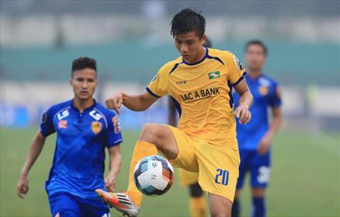 Tien ve Phan Van Duc ghi man trong ngay V-League tro lai. Anh: Vnexpress