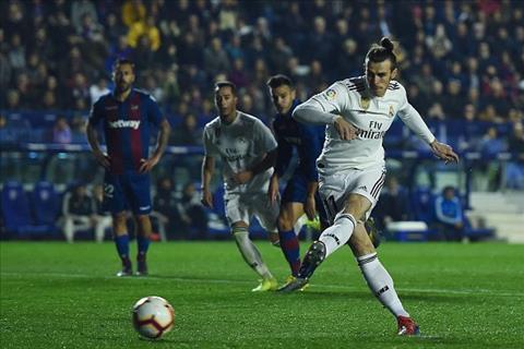 Gareth Bale ghi ban cho Real