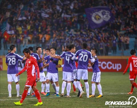 TRỰC TIẾP Hà Nội 4-0 NagaWorld (H1) Đội trưởng Văn Quyết ghi bàn trên chấm 11m hình ảnh 2