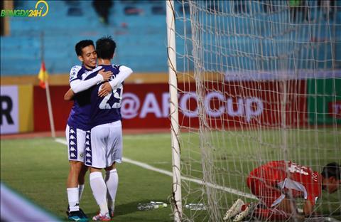 ... co pha kien tao cho Ngan Van Dai an dinh chien thang dam cho Ha Noi FC.