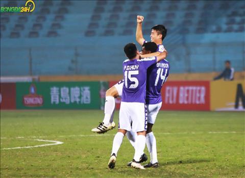 Ngay tu phut thu 6, Do Duy Manh da mo ti so cho Ha Noi FC, bao hieu mot ngay vat ca cho hang thu Nagaworld.