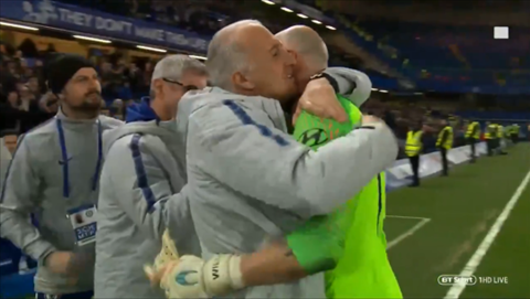 Willy Caballero duoc BHL Chelsea chuc mung