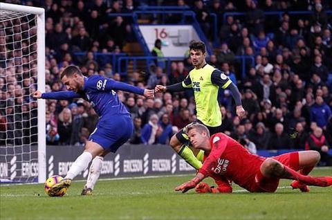 Chelsea thang Huddersfield Hazard lap cu dup