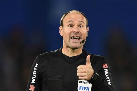 Trong tai Mateu Lahoz tung bi cac fan Real Madrid si nhuc nang ne