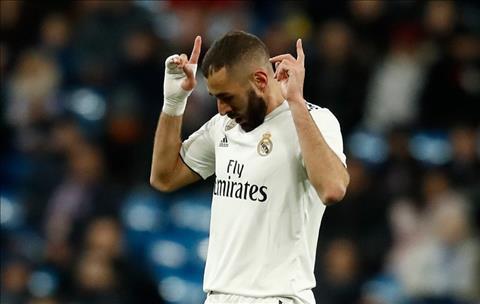 Benzema lai ghi ban cho Real