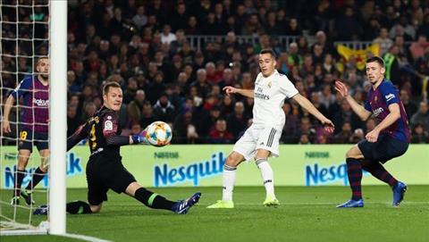 Lucas Vazquez ghi bàn vào lưới Barca và làm nên lịch sử hình ảnh