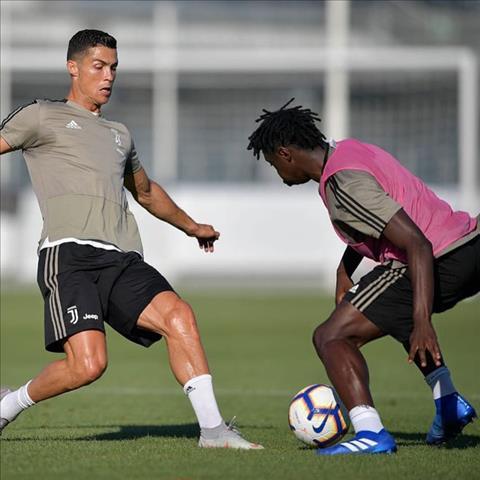Duoc tap luyen cung Ronaldo se giup Moise Kean truong thanh hon rat nhieu