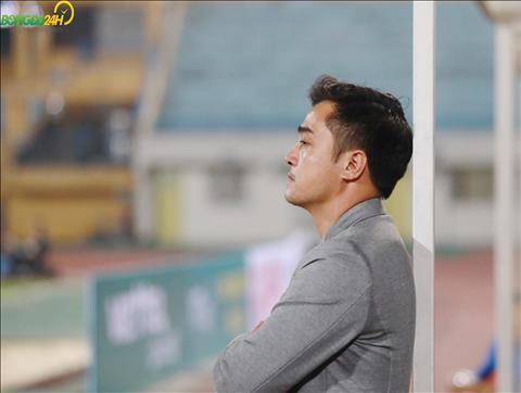 HLV Nguyen Duc Thang phan nan ve trong tai sau khi Thanh Hoa thua tran.