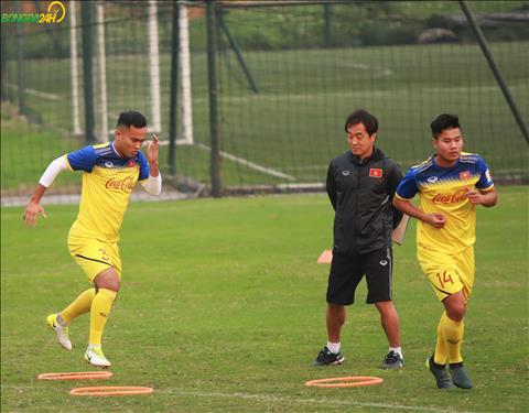 Tuy nhien, HLV Park Hang Seo dong y dan U22 Viet Nam du SEA Games nen ong Lee Young Jin tiep tuc vai tro pho tuong.