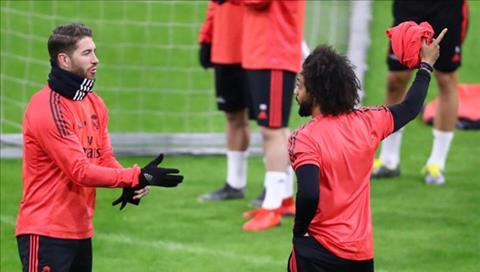Đội trưởng Sergio Ramos ẩu đả với Marcelo trên sân tập của Real hình ảnh
