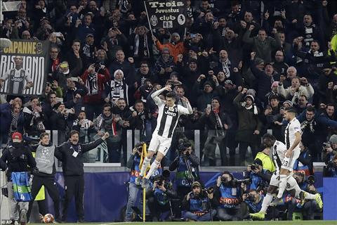Ronaldo lai bay cao o Champions League dung vao thoi diem doi bong can anh nhat