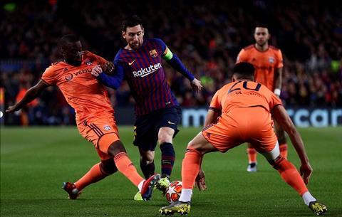 Barca vs Lyon Messi di bong