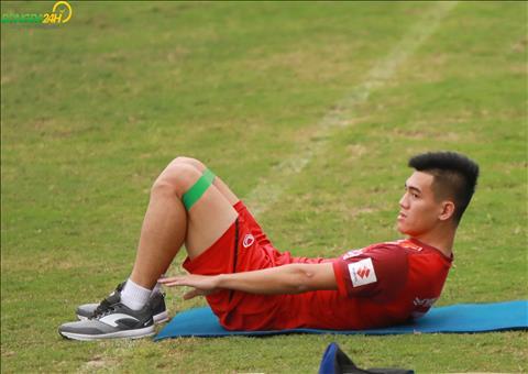 Theo tiet lo tu bac si doi tuyen, Tien Linh co le can khoang 1 tuan de binh phuc chan thuong.