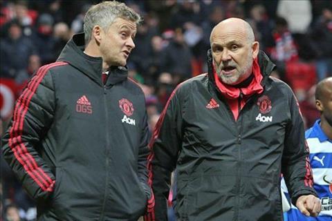 Trợ lý Mike Phelan của MU bị chỉ trích vì chúc mừng Liverpool hình ảnh