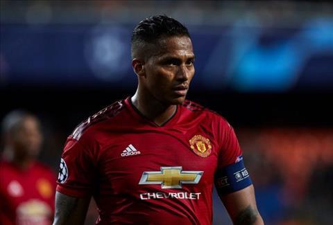 Paul Pogba đeo băng đội trưởng MU thay Valencia hình ảnh