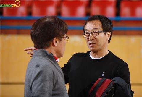 Duoi san, ong cung gap HLV Lee Heung Sil hien dang dan dat CLB Viettel.