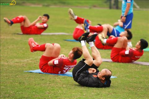 Thay Park trong chieu 20/3 chi tap chot lat roi nghi giua chung...