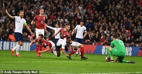 Anh 5-0 Séc Hat-trick của Sterling giúp Tam sư khởi đầu suôn sẻ ở vòng loại Euro 2020 hình ảnh 3