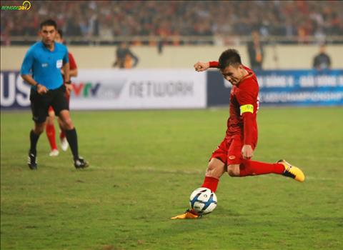 Quang Hai sau do lien tuc lam kho hang phong ngu U23 Thai Lan.
