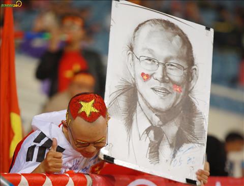Chang trai nay thuong xuyen di theo DT U23 Viet Nam trong cac tran dau.