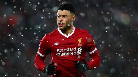 Chamberlain se ra san o tran dau voi U23 Everton