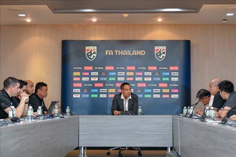 Cuoc hop cua Chu tich Lien doan bong da Thai Lan va HLV truong cac doi tuyen Thai truoc them vong loai U23 chau A 2020 tai Ha Noi. Anh: FAT.