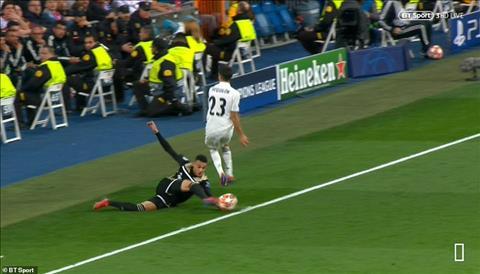 Tranh cãi kịch liệt xung quanh bàn thứ 3 của Ajax vào lưới Real hình ảnh