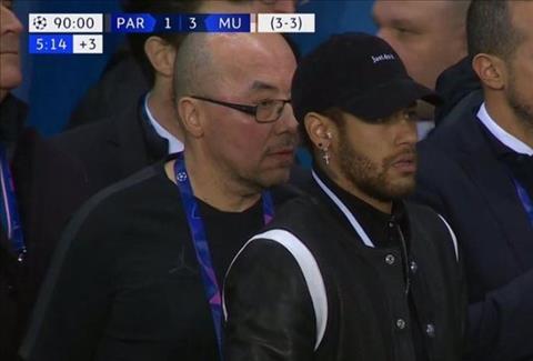 Siêu sao Neymar hoảng hốt và bất lực nhìn đồng đội thua đau MU hình ảnh