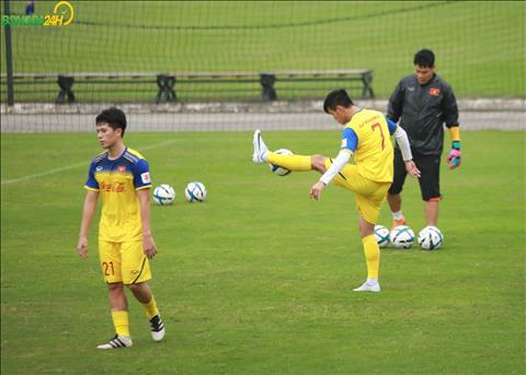 Dinh Trong va Tien Linh do van con anh huong chan thuong nen duoc tap rieng voi HLV the luc Park Sung Guyn.
