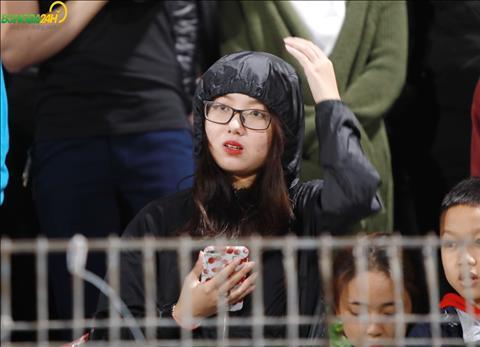 Chùm ảnh Á hậu Huyền My đọ sắc cùng bóng hồng ngoại quốc trận Viettel vs Hà Nội hình ảnh 2