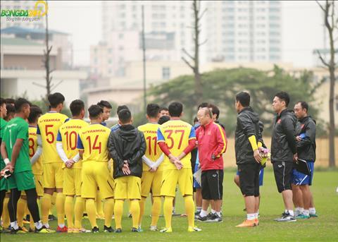ĐT U23 Việt Nam tập kiểm soát bóng bằng cách chia quân xanh đỏ  hình ảnh