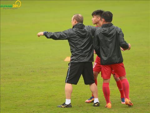 HLV Park Hang Seo đau lưng vì cố thị phạm cho U23 Việt Nam hình ảnh