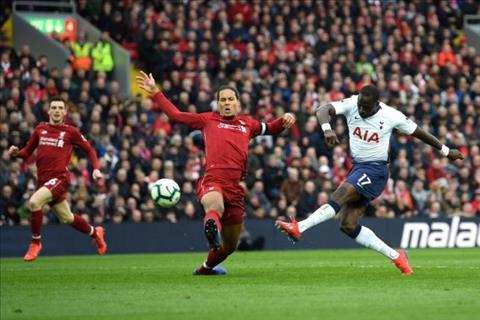 Liverpool 2-1 Tottenham Tôn vinh hàng thủ The Kop hình ảnh 2