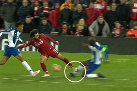 Iker Casillas Liverpool quá may mắn khi Salah không bị đuổi hình ảnh 2