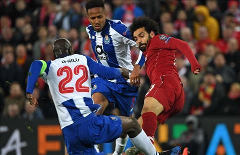 Salah va cham voi Danilo Liverpool vs Porto