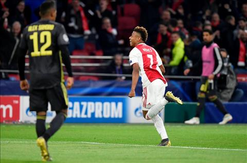 Chi 25 triệu bảng, Liverpool muốn mua David Neres của Ajax hình ảnh