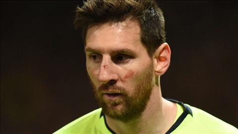 Smalling khẳng định pha va chạm với Messi chỉ là tai nạn hình ảnh
