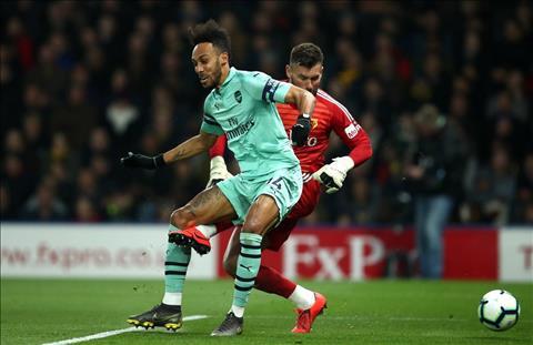 Arsenal thang Watford Auba tan dung