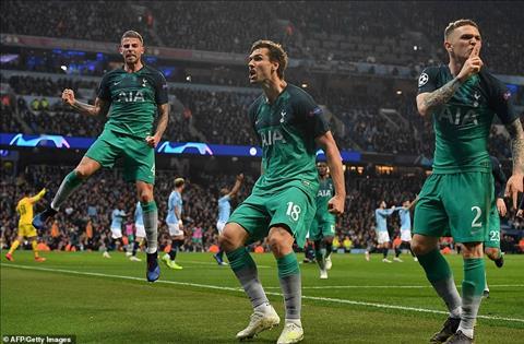 Tottenham vuot qua Man City
