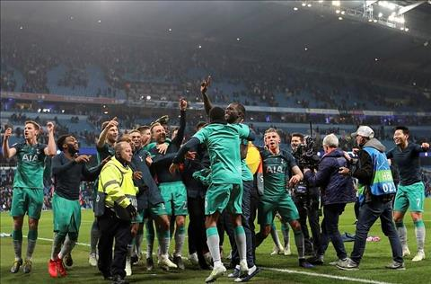 Tottenham vao ban ket Champions League