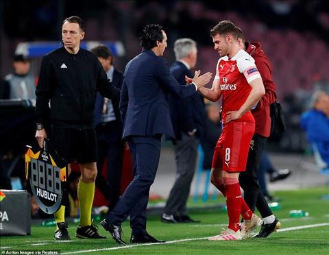 Aaron Ramsey chấn thương trận Napoli 0-1 Arsenal hình ảnh