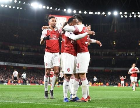 Arsenal vao Top 4 NHA neu cai thien phong do tren san khach