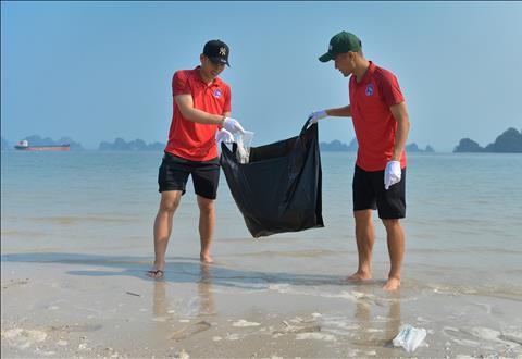 CLB Than Quang Ninh don rac 1