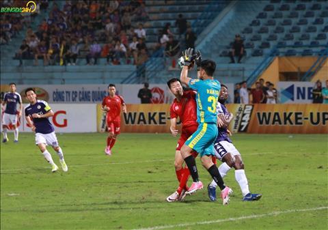 Hau het nhung pha bong bong cua Ha Noi FC deu bi ngan chan voi kha nang phan doan cua Van Toan.