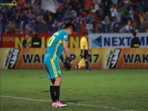 Du vay, Van Toan duoc danh gia co the de doa vi tri cua thu mon Bui Tien Dung - nguoi chua ra san tran nao cho Ha Noi FC - tai DT U23 Viet Nam.