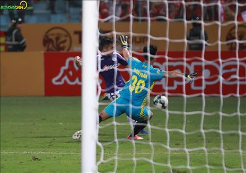 ẢNH Chơi xuất sắc, thủ thành Văn Toản đe dọa vị trí của Bùi Tiến Dũng tại U23 Việt Nam hình ảnh 2
