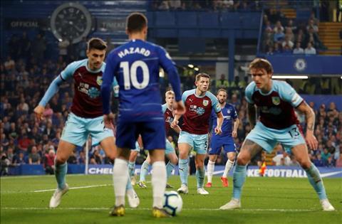 Chelsea vs Burnley Hazard di bong