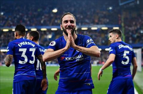 Higuain ghi ban cho Chelsea