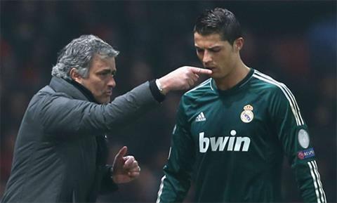 Mourinho khien nhieu hoc tro kho chiu vi doi hoi cao. Anh: Reuters.