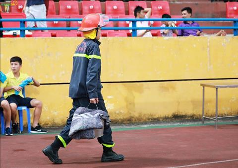 Luc luong PCCC chuan bi kha ky luong truoc tran dau voi CLB TP Ho Chi Minh.